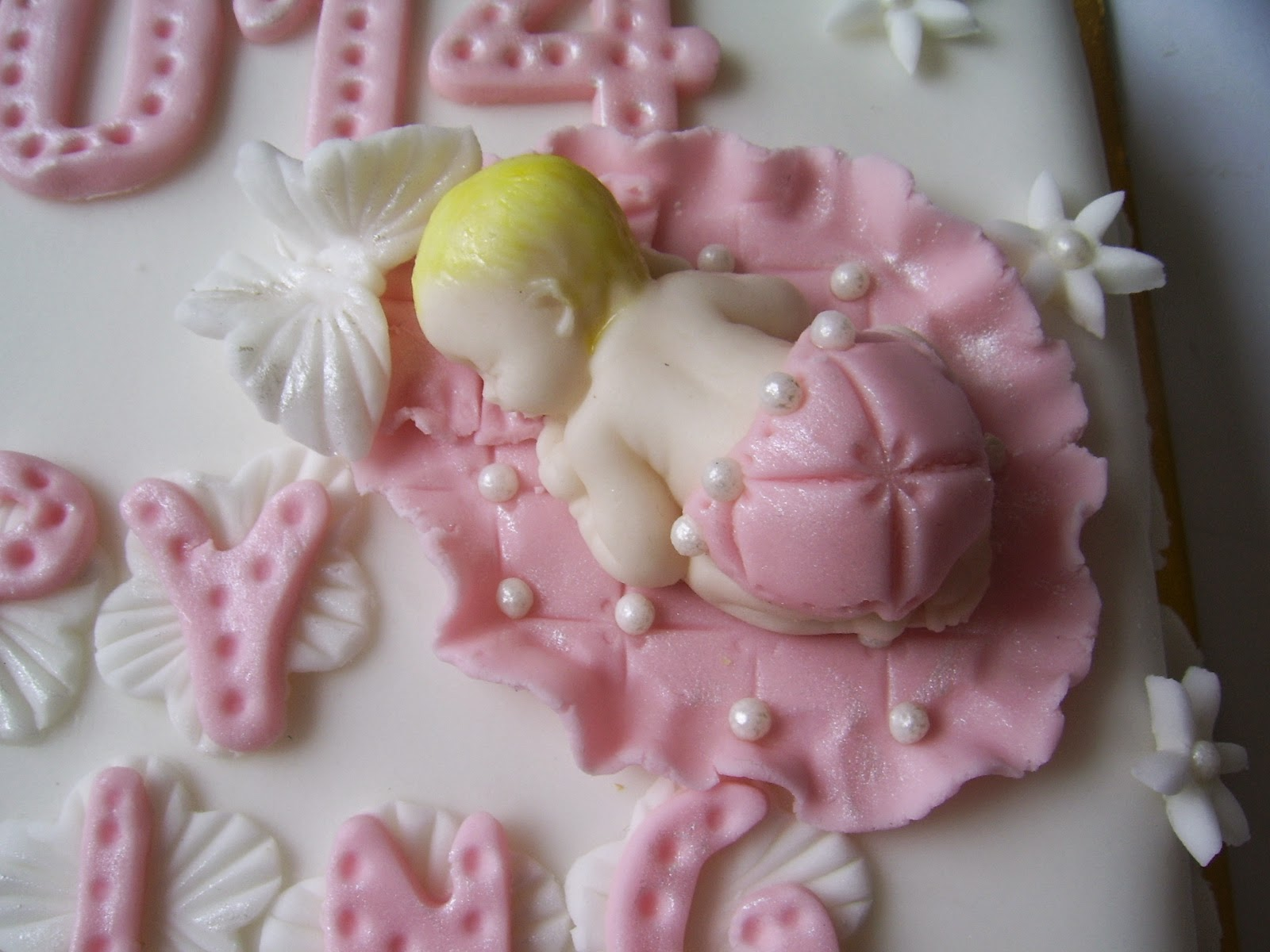 fondant icing Delia's fondant icing recipe this is for those who like a softer icing than royal icing, but prefer to have a homemade version.