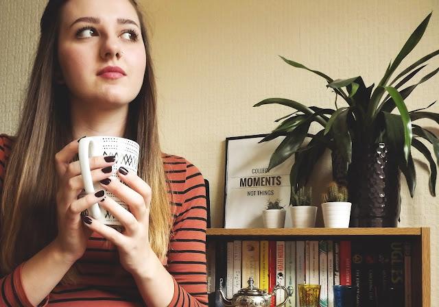 tea books eyeliner