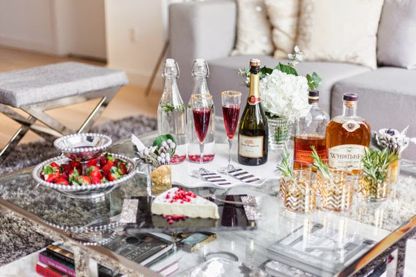 http://theglitterguide.com/2014/12/02/holiday-entertaining-tips-from-amanda-gluck-of-fashionable-hostess/?slide=3#content