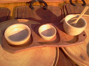 Tabla copetin E + 2 cazuelas + bowls + cuchara