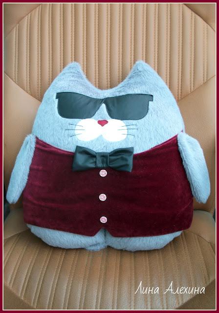 кот, подушка
