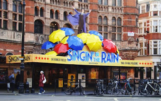 outside Palace Theatre for Singin in the rain
