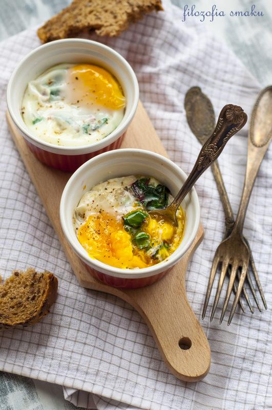 Jajka pieczone z botwinką