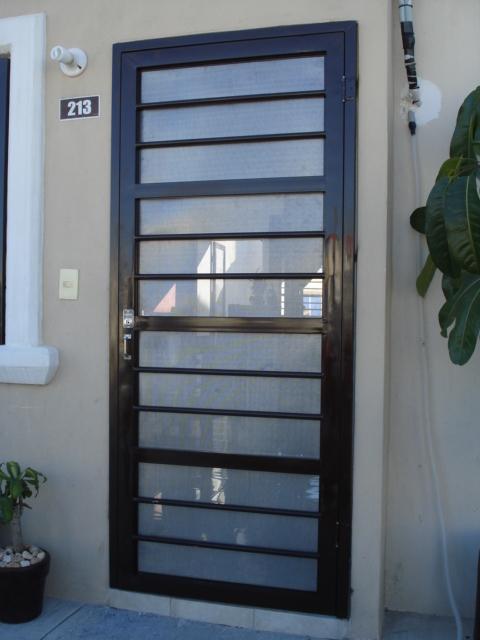 Rg protectores puertas y mosquiteras for Fotos de puertas metalicas modernas