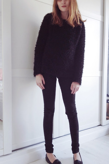 black primark fluffy jumper, all black outfit,