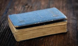 libri vecchi in foto