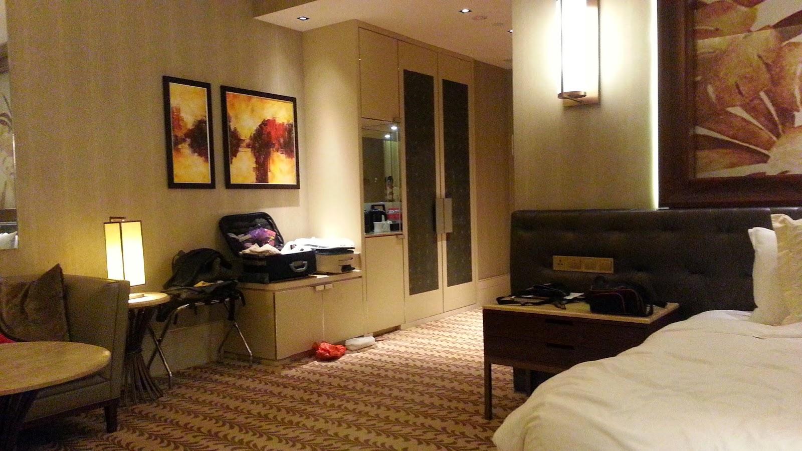 equarius hotela deluxe room. Colokan Samping Kasur! YAY (lagi)! Equarius Hotela Deluxe Room T