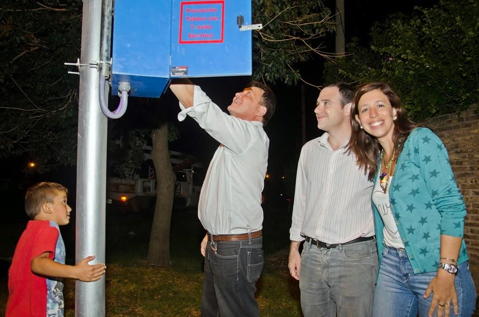 Barrio Mitre sumó otras 6 cuadras de iluminación