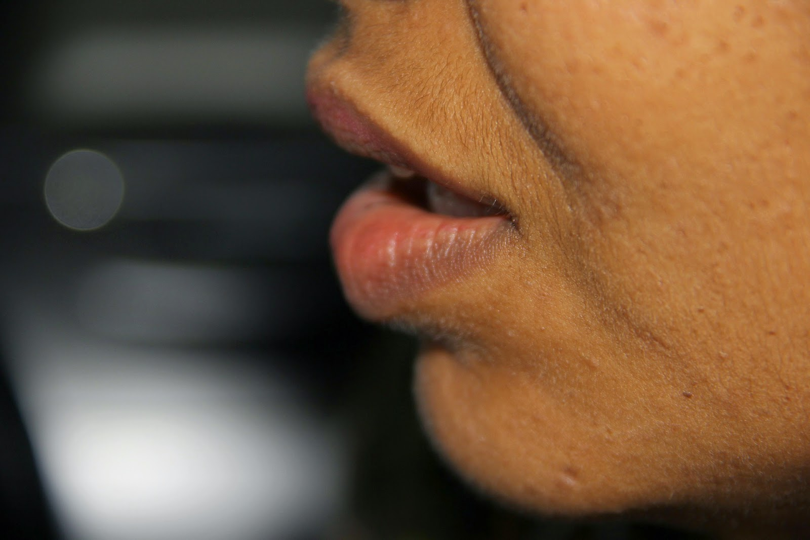 usta z bliska