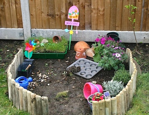 Very simple backyard design ideas for kids for Small backyard ideas for kids