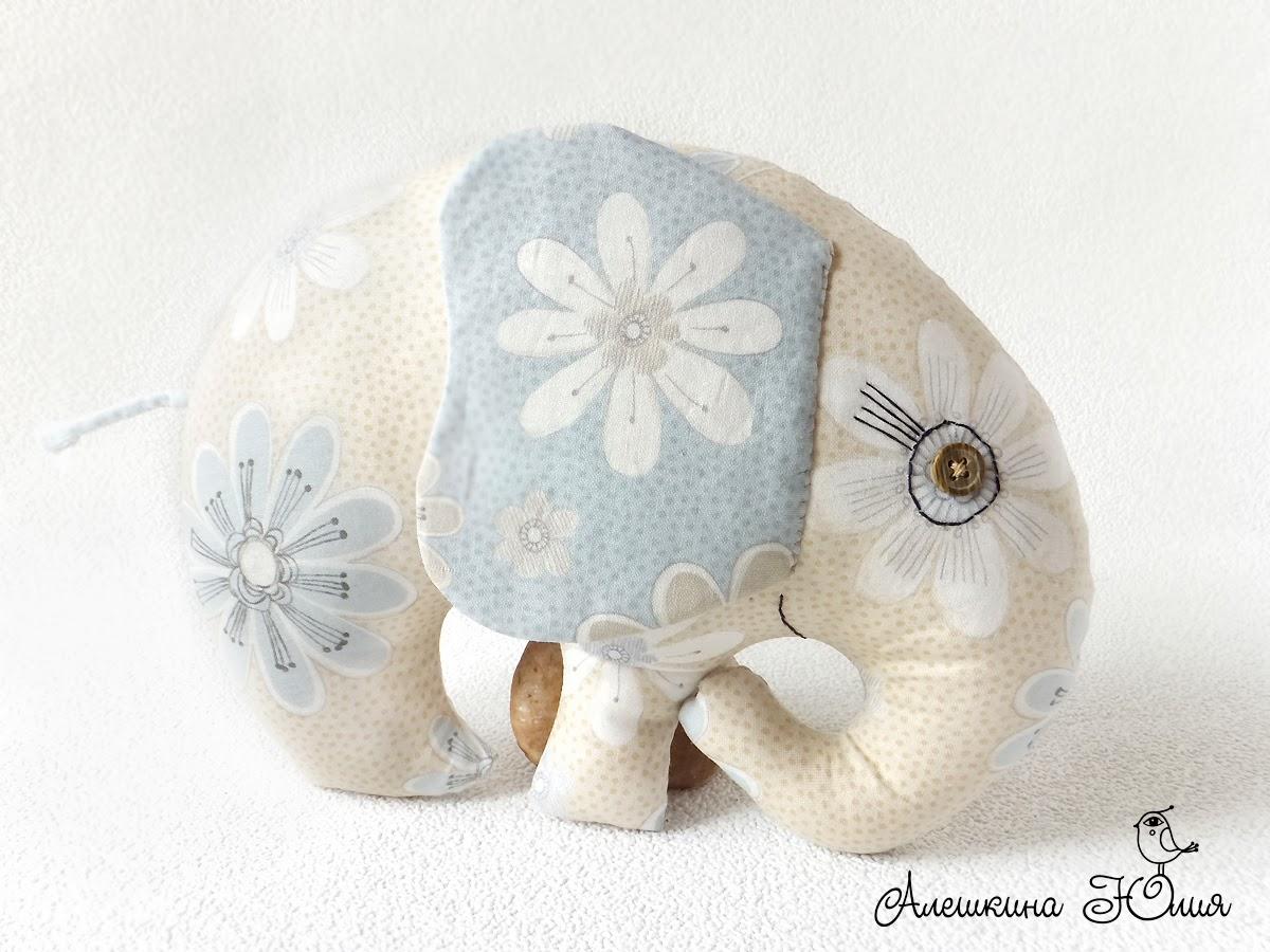 Слон игрушечный из ткани