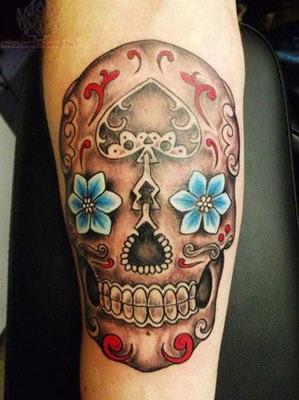 Tatuagens delicadas de caveira mexicana