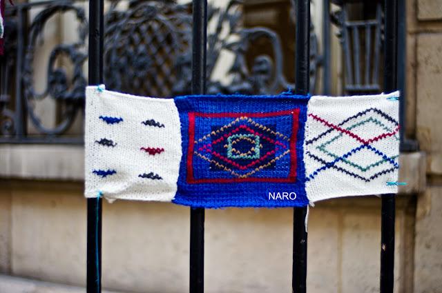 julie adore yarnbombing tricot street art carres