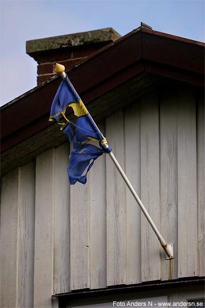 efter stormen, trasig, söndrig, sliten, svensk, flagga