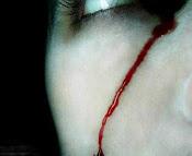 He llorado sangre escribiendo un pasado amargo.