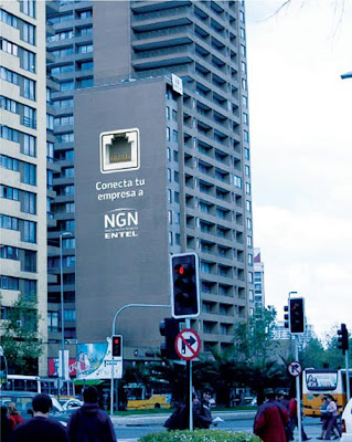 12 Clever and Creative Advertisements on Buildings (12) 3