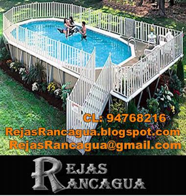 reja piscina elevada, fabricada en perfiles 20 x 20, con puerta de acceso al inicio de la escalera metalica