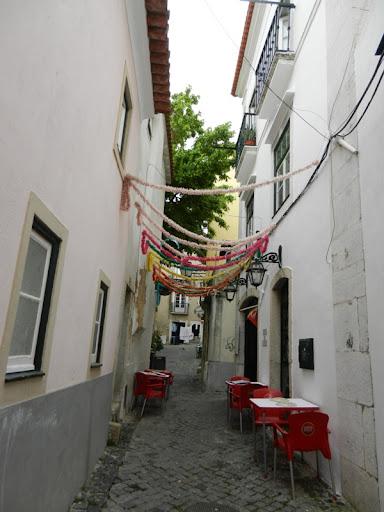 Алфама в Лиссабоне, кафе