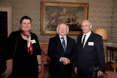 Monika und Petar Fuchs mit Michael D. Higgins, dem Präsidenten von Irland