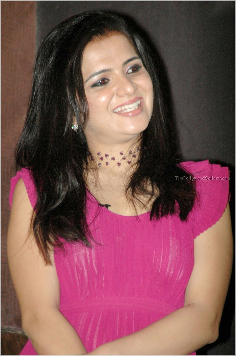 Tv Hot The Cine Blog Vijay Bhavana In Pink Sleeveless Saree