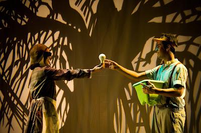 espetáculo o pato, a morte e a tulipa-cia. de feito-teatro infantil-sesi rio preto