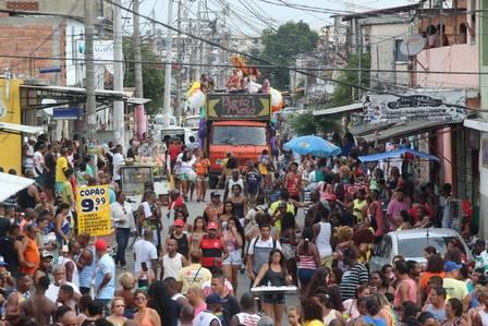 Cidade de Deus recebe sua primeira Parada LGBT e reúne centenas nas ruas