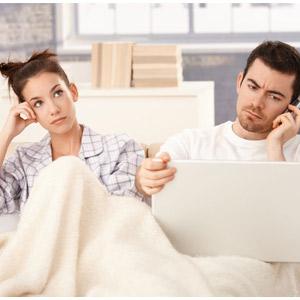 كيفية التخلص من الملل فى الحياة الزوجية - bored couple man and woman
