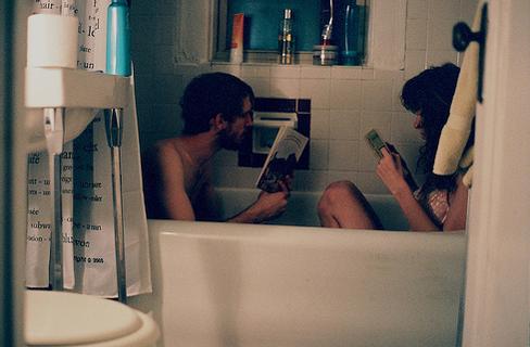 pareja leyendo, amor de libros, parejas vintage, el lei para mi
