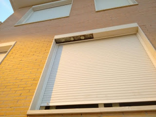 Ejemplos de desperfectos en dinteles de edificios municipales