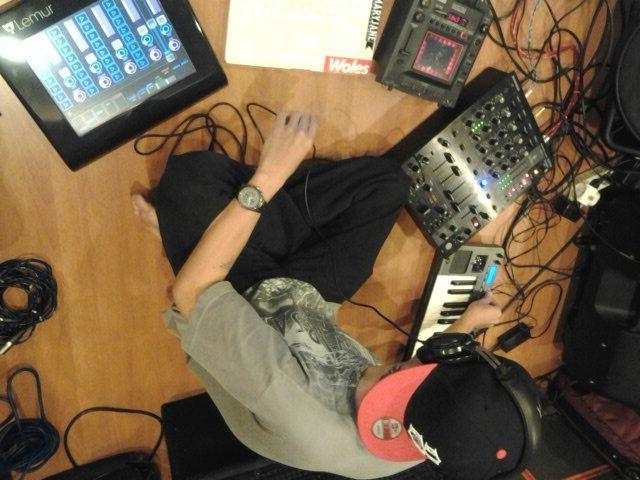 Foto Iman DJ Programer chibi-chibi band
