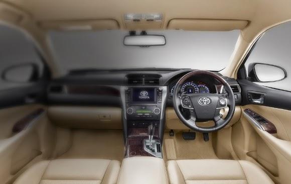 desain interior camry mobil hybrid