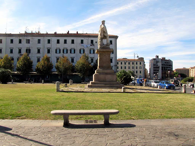 Benches in Piazza Garibaldi