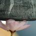Δείτε το ελαφρύτερο υλικό στον κόσμο: Στέκεται απαλά πάνω σε ένα λουλούδι [Βίντεο]