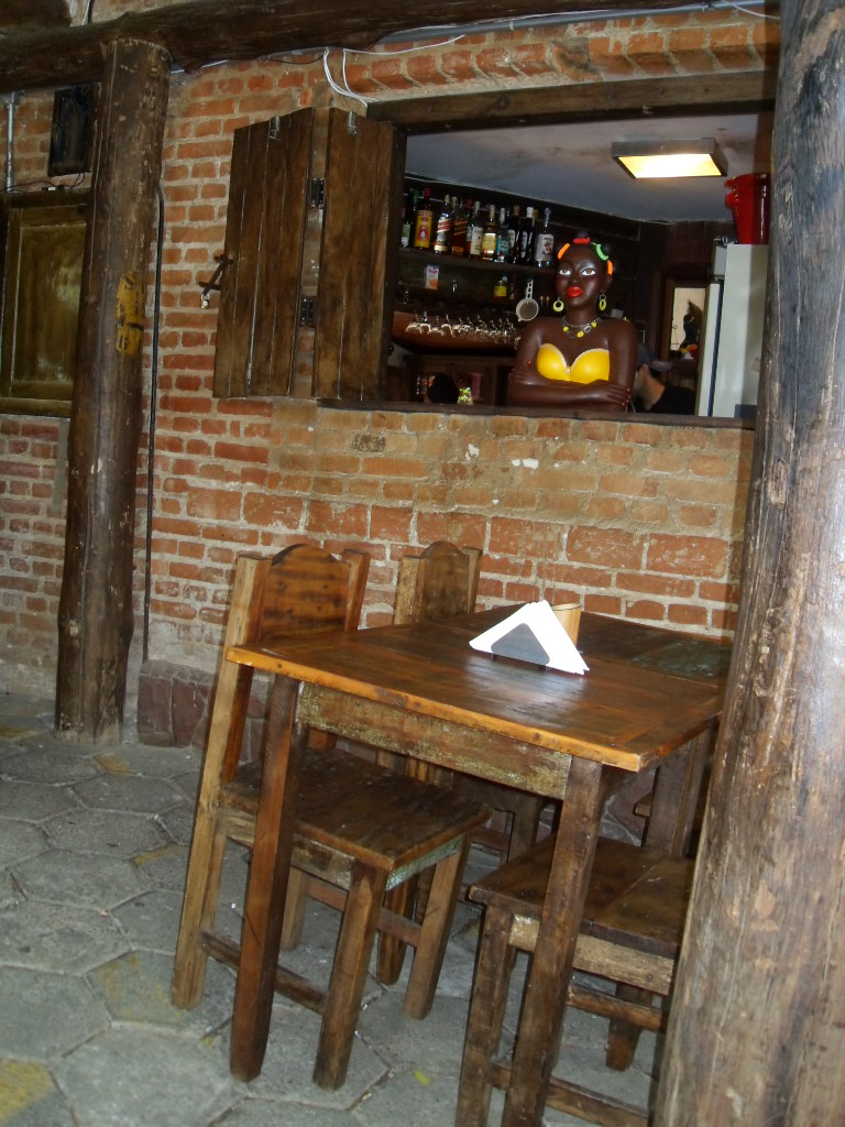 A santa ideia bares drinks e decora o for Mobiliario rustico para bares