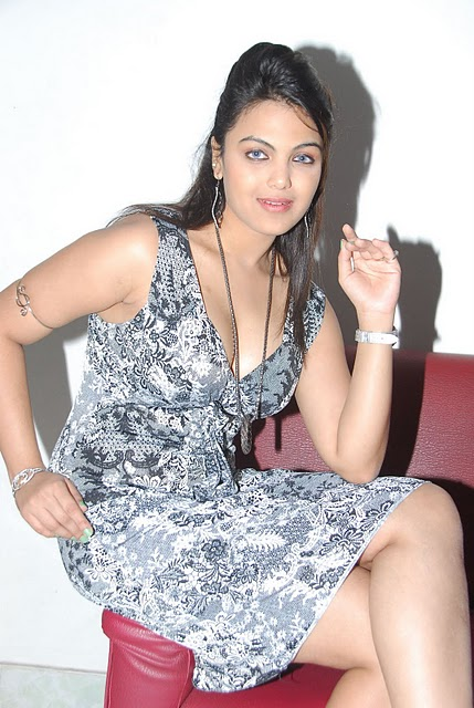 Actress Priyanka Tiwari Hot Image Latest Photo Stills wallpapers