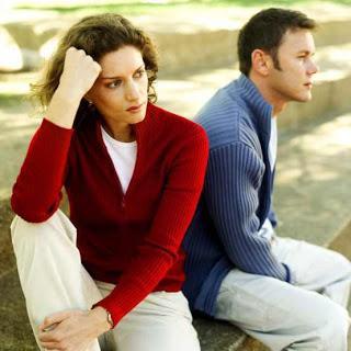 لا تتزوجى هذا الرجل وابتعدى عنه فورا - علاقة سيئة - ضياع الحب - دمار الزواج - bad marriage - sad couple