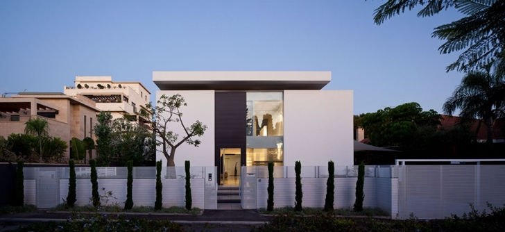 Street facade of Modern Bauhaus Mansion In Israel