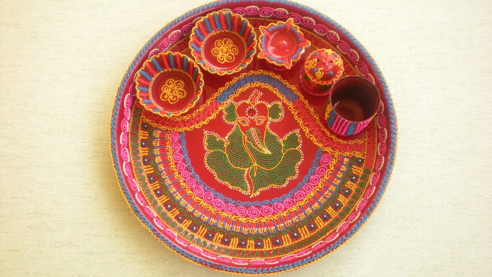 Diwali diya pooja thali rangoli decoration ideas pictures for Aarti thali decoration with clay