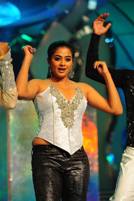 priyamani at lux sandal cinemaa awards latest photos