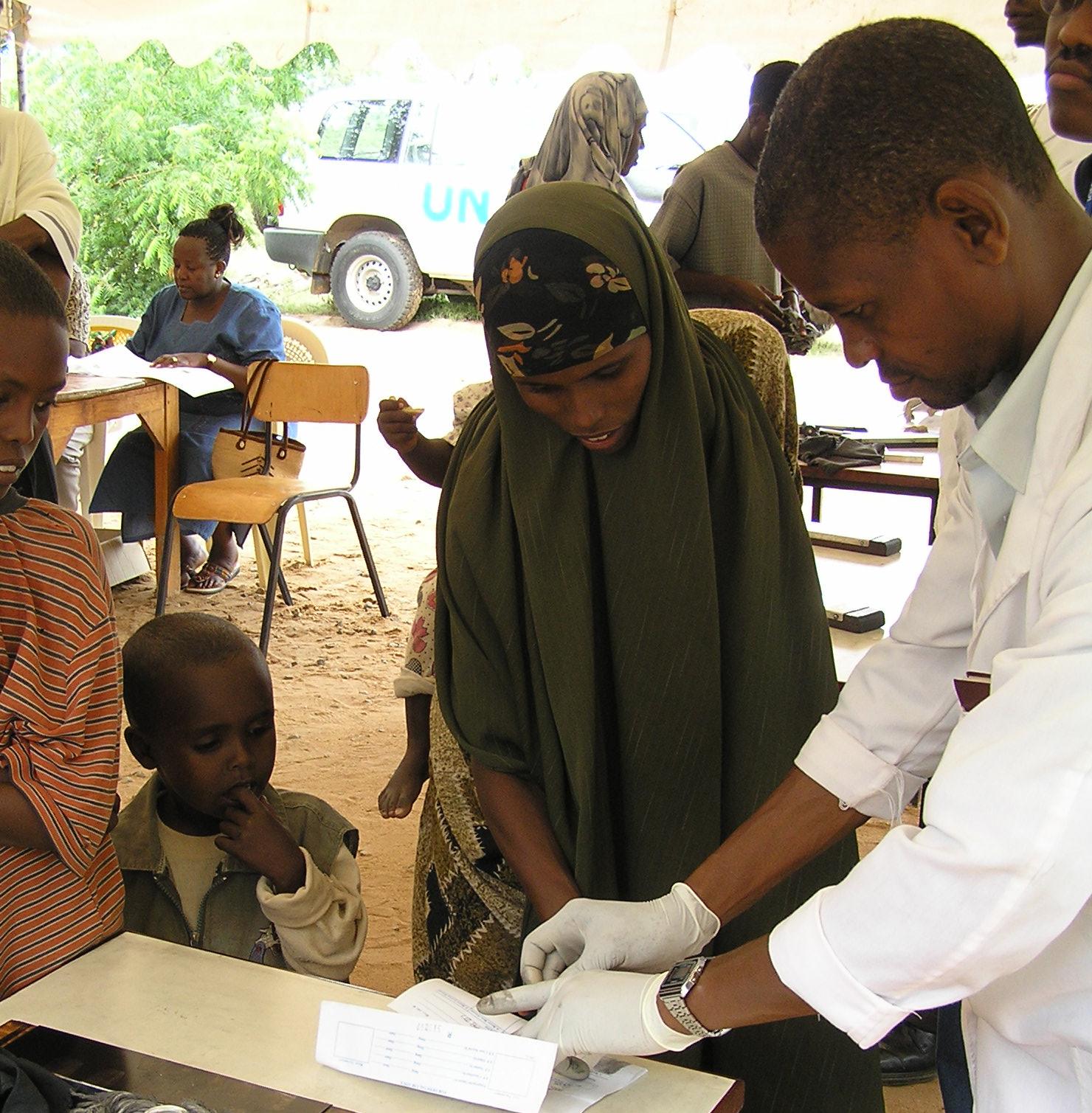 http://1.bp.blogspot.com/-cegKBkVLJ-A/T5ITZqieqeI/AAAAAAAAD3g/rEJE1A1oEuY/s1600/Dadaab+FPrint+1+B.jpg
