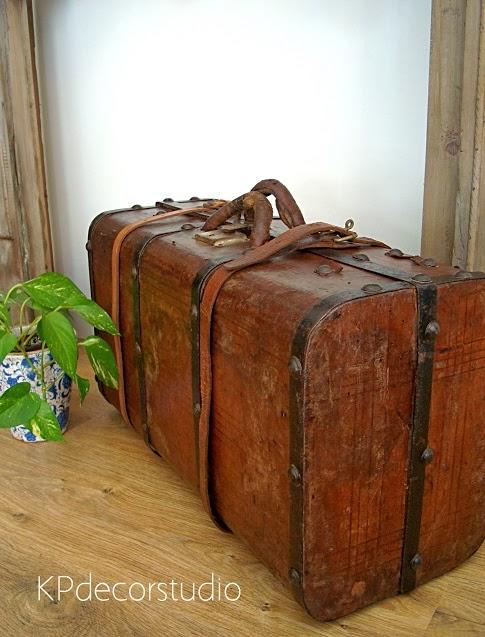 Venta de maletas antiguas vintage. Baúles antiguos para interioristas y decoradores en valencia