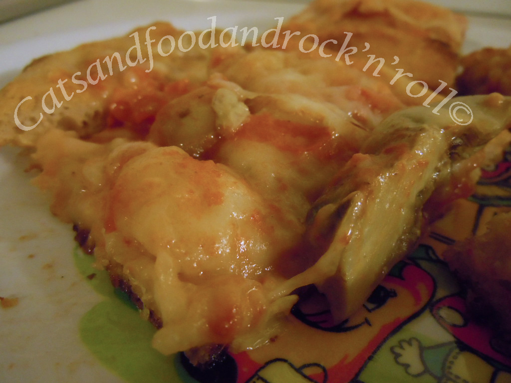 pizza in teglia con farina di farro, 36 ore in frigo e 11 a ta, a lievitazione naturale (ovviamente!)
