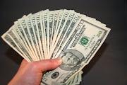 Cuantificar todo en dinero y convertirlo en la medida de todas las cosas es .