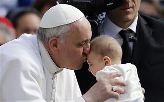 pope francis kisses baby jonah engler