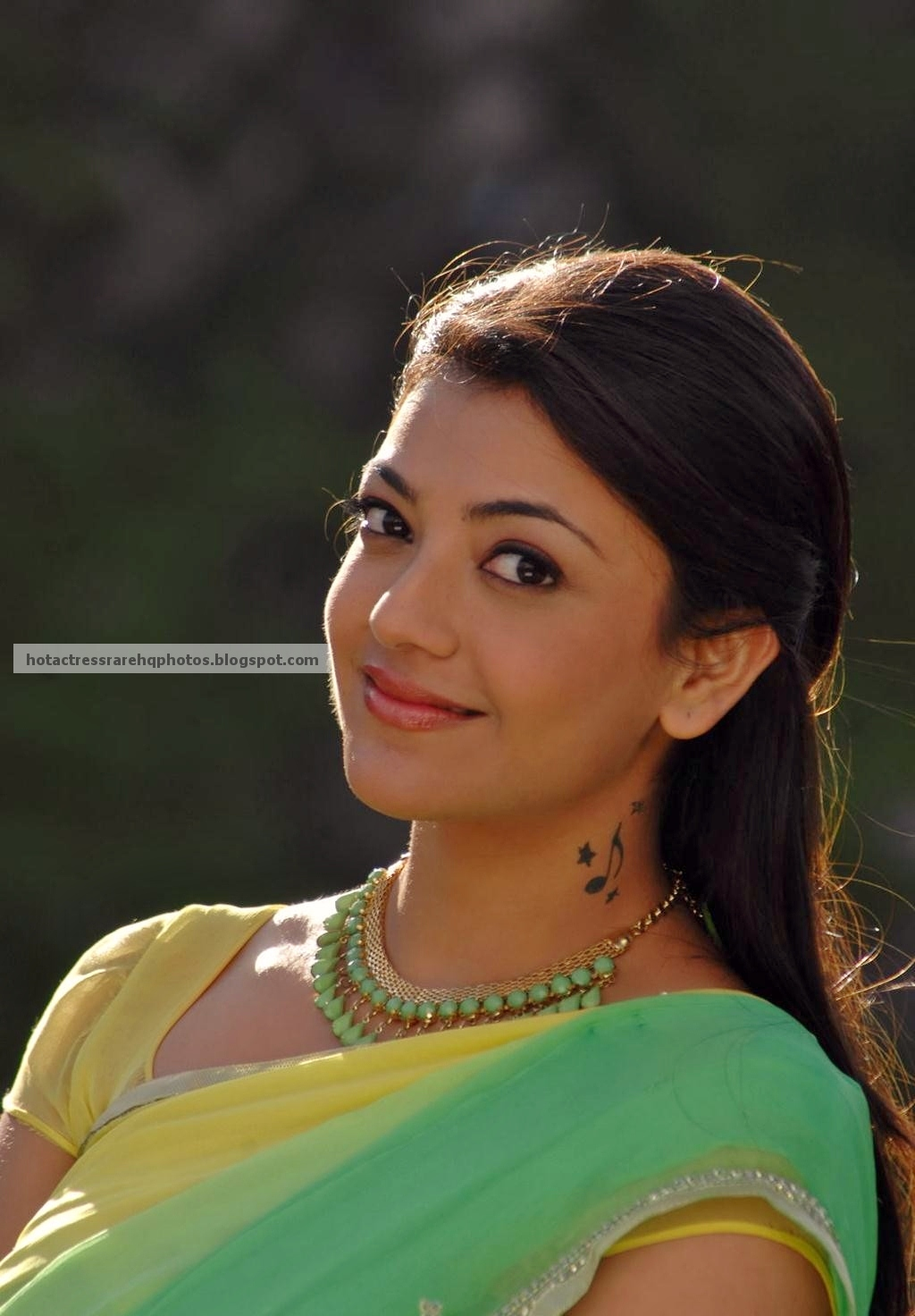 Unreleased Hot and Beautiful Green Saree Photos from Thuppakki Movie ...