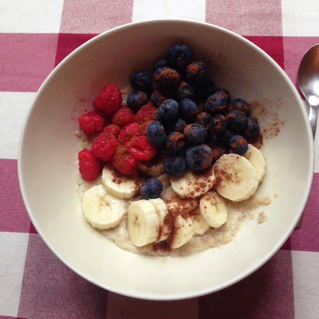 porridge avena banana berries blueberries blackberries