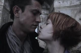 Умка и Доктор целуются