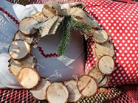 Coronas de navidad con madera reciclada - Ideas para decorar en navidad con material reciclable ...