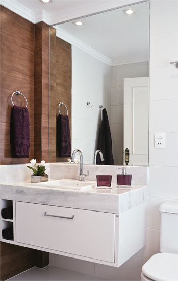 decoracao lavabo branco:Aqui foi usado uma cerâmica que imita madeira, e nas demais paredes