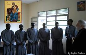 Βίντεο: Ψάλλουν Τη Υπερμάχω στα Σουαχίλι και η εικόνα της Παναγίας των Ορφανών στην Αφρική